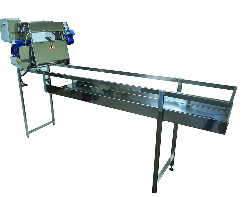 Uncapping machine